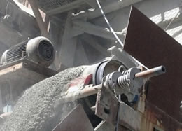 Super-Skalper Working At Aggregate Plant