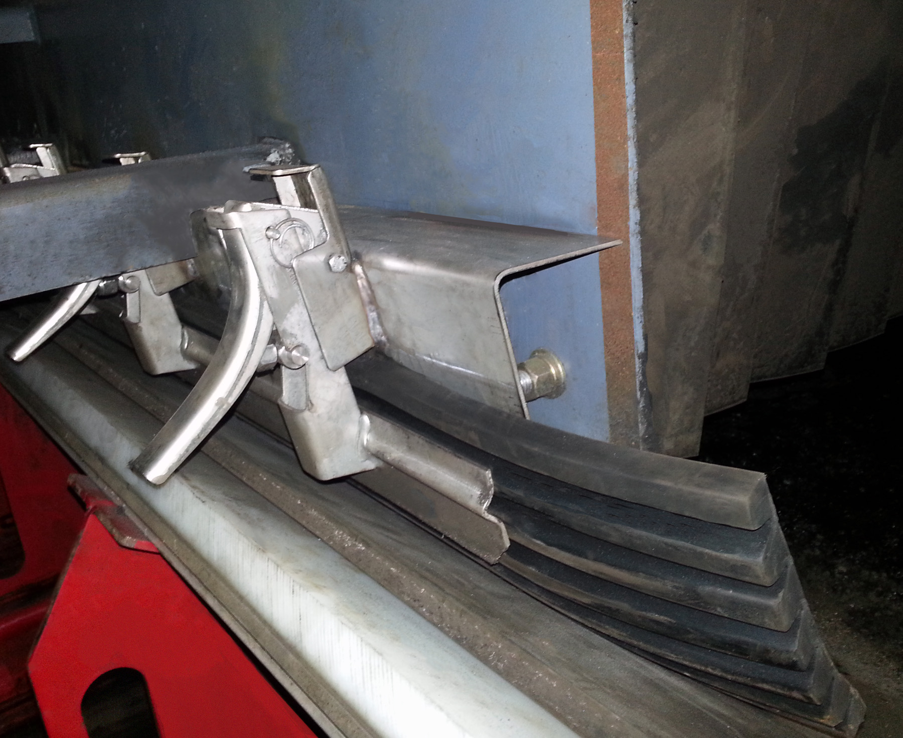 Multi-Seal in application (Stainless Steel Clamp-Mount)