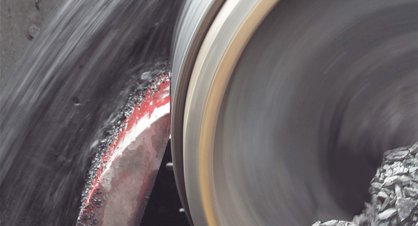 Close up of Super Skalper Conveyor Belt Cleaner urethane blade